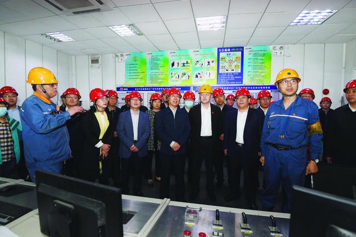 李正印率领吕梁市党政代表团赴上海市学习考察